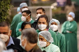 """狂撒疫苗只为抢功劳!印度人自吹""""领先中国"""",却学不来大国格局"""